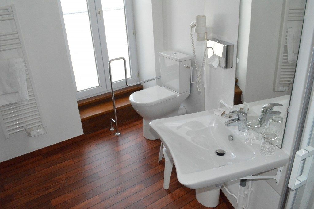 Chambres rénovées à Cherbourg dans l\'hôtel Ambassadeur